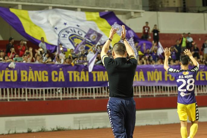 clip: Ngược dòng hạ TP HCM, Hà Nội tiếp tục dẫn đầu V-League - Ảnh 6.