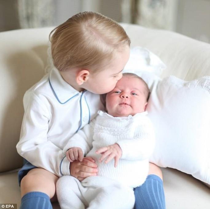 Ảnh mới nhất về Hoàng tử Louis đốn tim cư dân mạng - Ảnh 3.