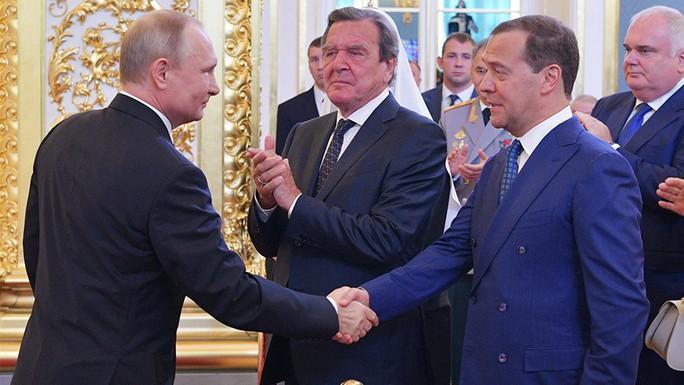 Tổng thống Putin đề xuất ông Medvedev làm thủ tướng - Ảnh 1.