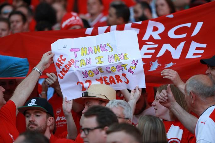 HLV Wenger vẫn còn lưu luyến trước giờ chia tay - Ảnh 2.