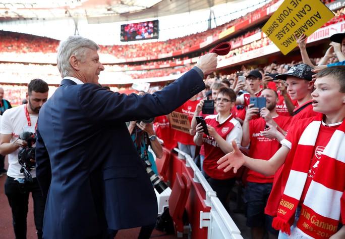 HLV Wenger vẫn còn lưu luyến trước giờ chia tay - Ảnh 4.