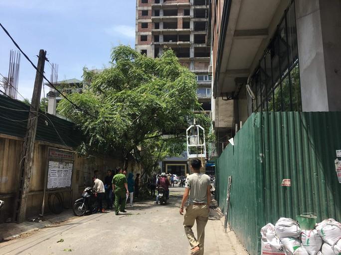 Đứt cáp công trình trên cao, 3 người bị thương nặng - Ảnh 4.