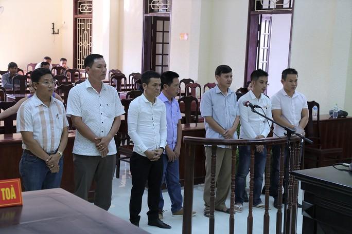 Đánh bạc giờ hành chính, Bí thư Đảng ủy phường bị cách chức - Ảnh 1.