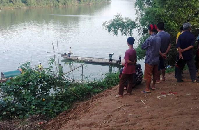 Một nữ sinh nhảy sông tự tử vì áp lực học tập - Ảnh 1.