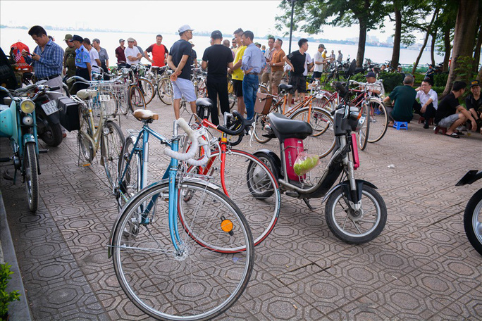 Độc đáo những xe đạp cổ giá nghìn đô giữa lòng Hà Nội - Ảnh 1.