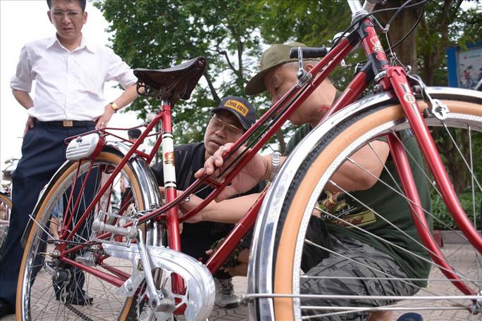 Độc đáo những xe đạp cổ giá nghìn đô giữa lòng Hà Nội - Ảnh 13.