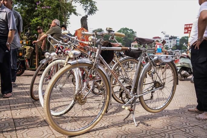 Độc đáo những xe đạp cổ giá nghìn đô giữa lòng Hà Nội - Ảnh 3.