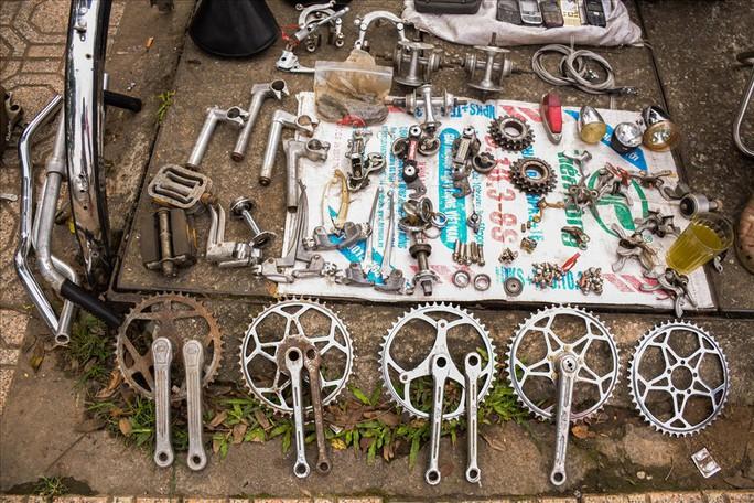 Độc đáo những xe đạp cổ giá nghìn đô giữa lòng Hà Nội - Ảnh 4.