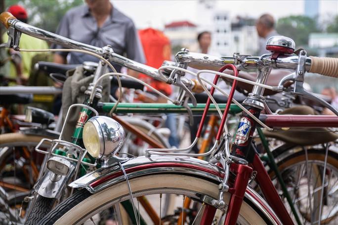 Độc đáo những xe đạp cổ giá nghìn đô giữa lòng Hà Nội - Ảnh 9.