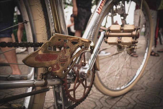 Độc đáo những xe đạp cổ giá nghìn đô giữa lòng Hà Nội - Ảnh 10.