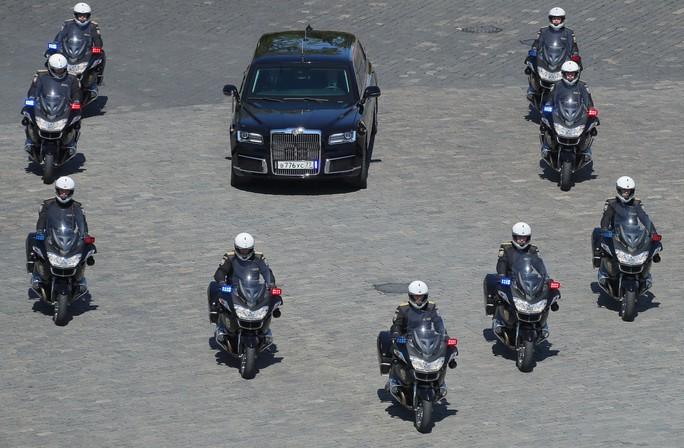 Ẩn ý của ông Putin khi đi siêu xe mới - Ảnh 5.