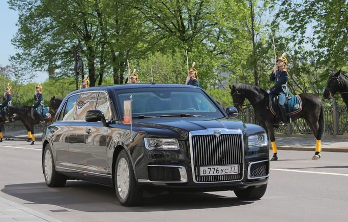 Ẩn ý của ông Putin khi đi siêu xe mới - Ảnh 8.