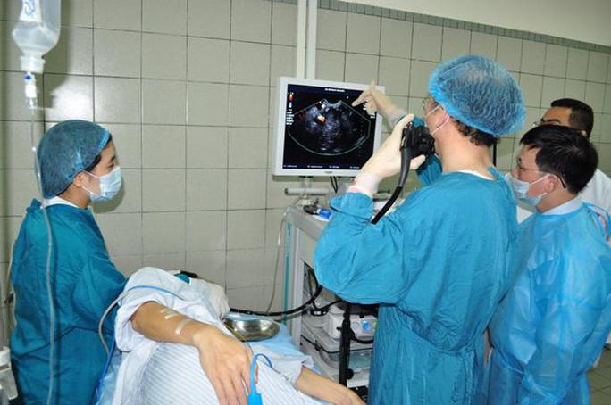 Nam thanh niên mang khối u gan khủng hiếm gặp trên thế giới - Ảnh 1.