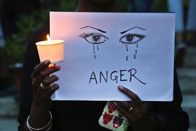 Ấn Độ: Hai thiếu nữ bị cưỡng hiếp, thiêu sống trong cùng bang - Ảnh 1.