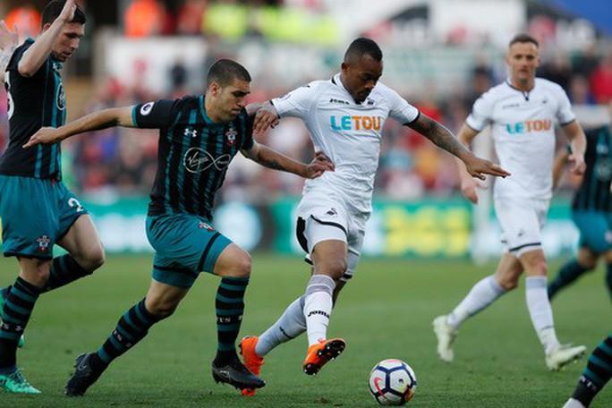 Swansea trắng tay trước Southampton, West Brom rớt hạng - Ảnh 2.