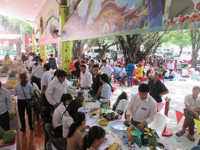 Xoài khổng lồ hút khách ở Lễ hội Trái cây Nam Bộ 2018 - Ảnh 14.