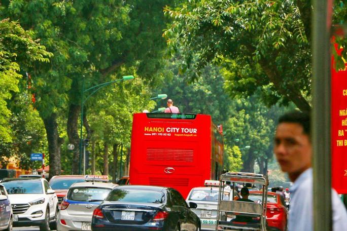 Xe buýt 2 tầng vắng khách, Tổng Công ty Vận tải Hà Nội nói gì? - Ảnh 2.
