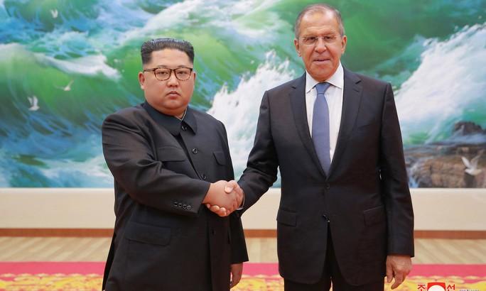 Ông Kim Jong-un khen ông Putin, Mỹ điều tàu sân bay đến gần Triều Tiên - Ảnh 1.