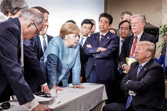 Bão lớn thổi trật bánh G7 - Ảnh 1.