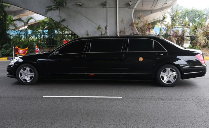 Ông Kim Jong-un tới Singapore, được vệ sĩ chạy bộ đưa về khách sạn - Ảnh 6.