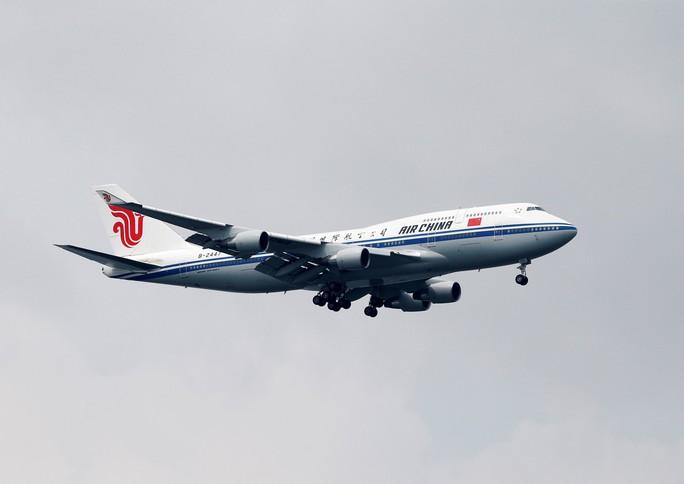 Ông Kim Jong-un tới Singapore, được vệ sĩ chạy bộ đưa về khách sạn - Ảnh 12.