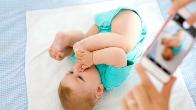 Ngắm ảnh con giúp cha mẹ phát hiện bệnh mắt ở trẻ - Ảnh 1.