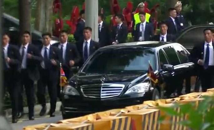 Những lớp lá chắn quanh ông Kim Jong-un ở Singapore - Ảnh 4.