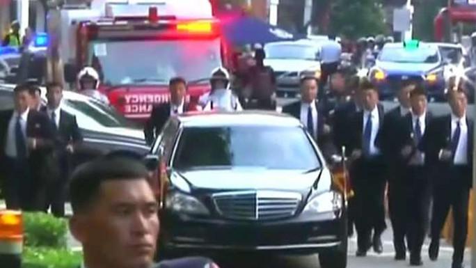 Những lớp lá chắn quanh ông Kim Jong-un ở Singapore - Ảnh 2.
