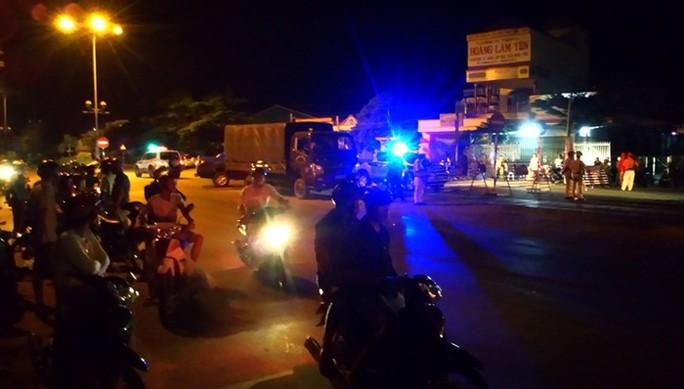 Tạm giữ hàng chục người quá khích đập phá tài sản công ở Bình Thuận - Ảnh 1.