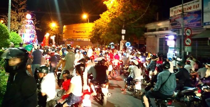 Tạm giữ hàng chục người quá khích đập phá tài sản công ở Bình Thuận - Ảnh 2.