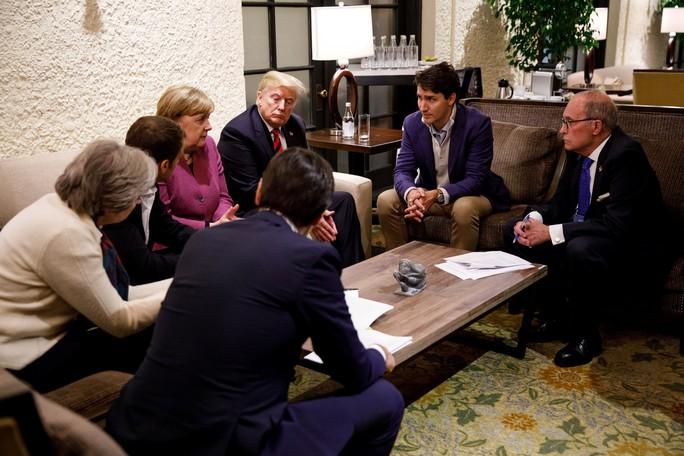 Đang ở Singapore, ông Trump công kích dữ dội thủ tướng Canada - Ảnh 2.