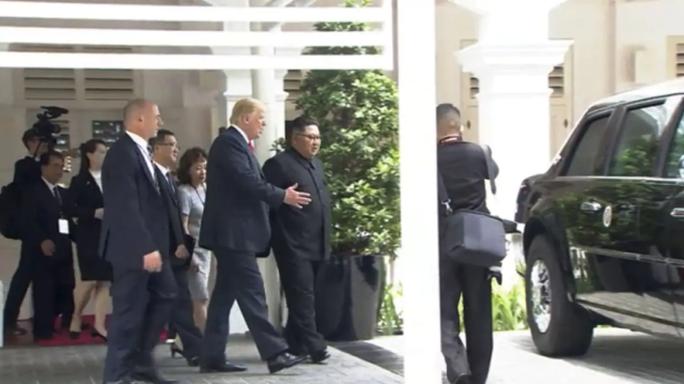 """Tổng thống Donald Trump khoe """"Quái thú"""" với ông Kim Jong-un - Ảnh 1."""