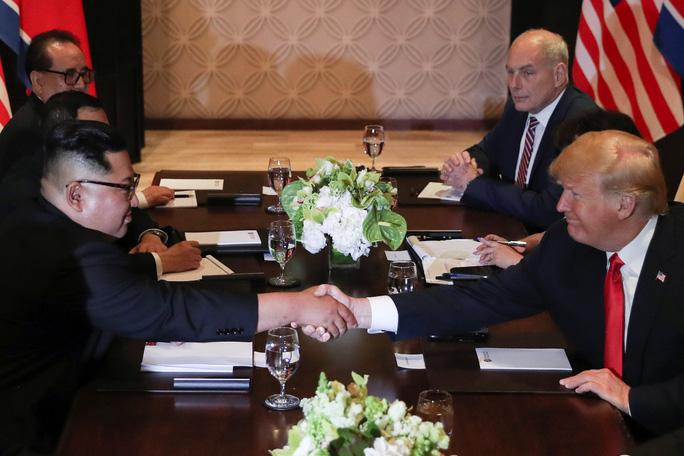 """Hai lãnh đạo Mỹ, Triều Tiên nói gì sau 48 phút đàm phán """"một đối một""""? - Ảnh 3."""