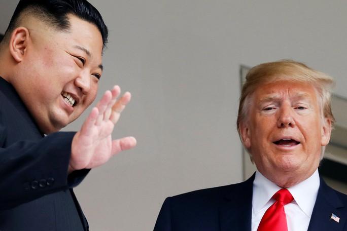 """Hai lãnh đạo Mỹ, Triều Tiên nói gì sau 48 phút đàm phán """"một đối một""""? - Ảnh 1."""