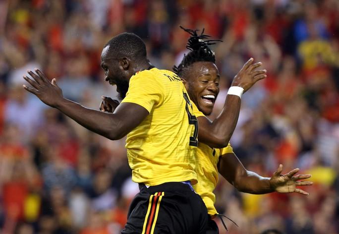 Lukaku lập cú đúp, Bỉ thót tim với chấn thương Hazard - Ảnh 7.