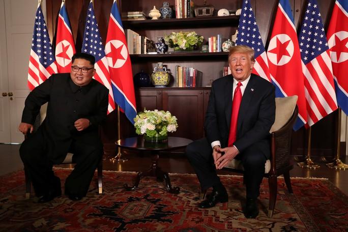 Thượng đỉnh Mỹ - Triều: Đằng sau cái bắt tay 12 giây của ông Trump - Kim - Ảnh 7.