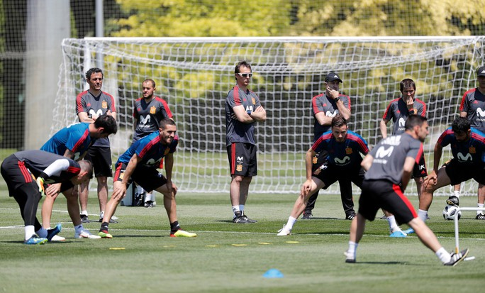Real Madrid bất ngờ bổ nhiệm HLV tuyển Tây Ban Nha thay thế Zidane - Ảnh 2.