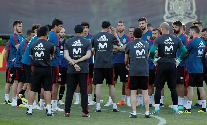 Hierro: Tây Ban Nha nên quên cú sốc để tập trung vào World Cup - Ảnh 2.