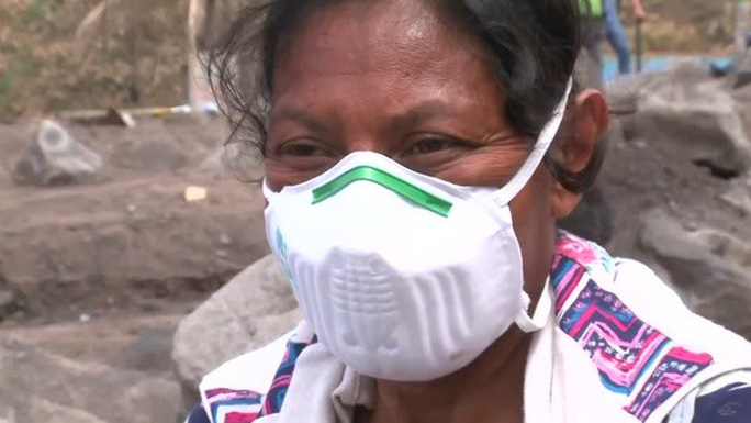 Guatemala: Một mình tìm 50 người thân bị núi lửa chôn vùi - Ảnh 1.