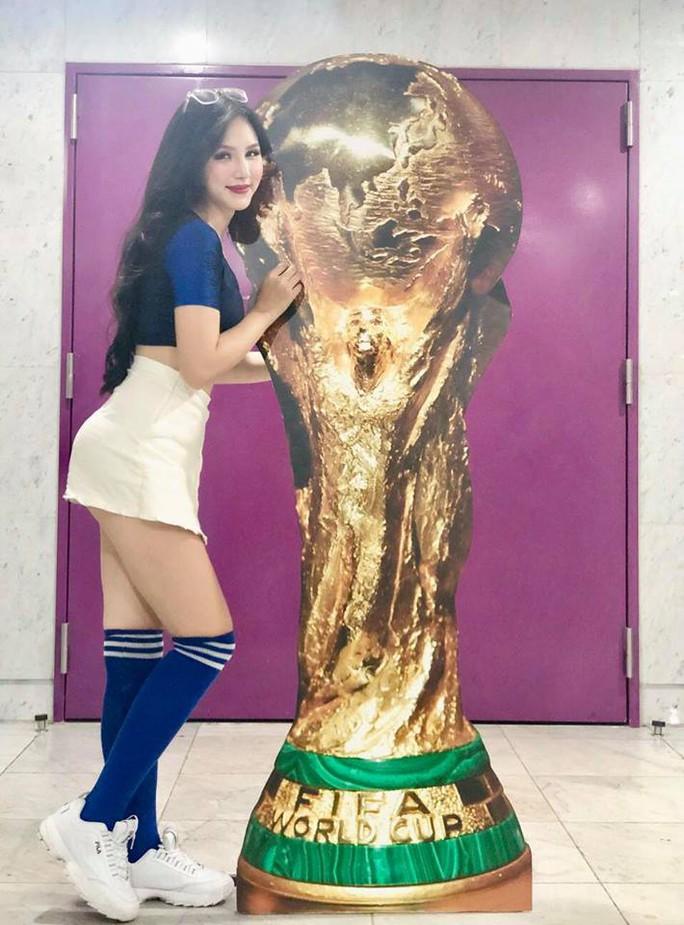 32 hotgirl Việt nóng bỏng trong sắc áo 32 đội tuyển World Cup 2018 - Ảnh 2.