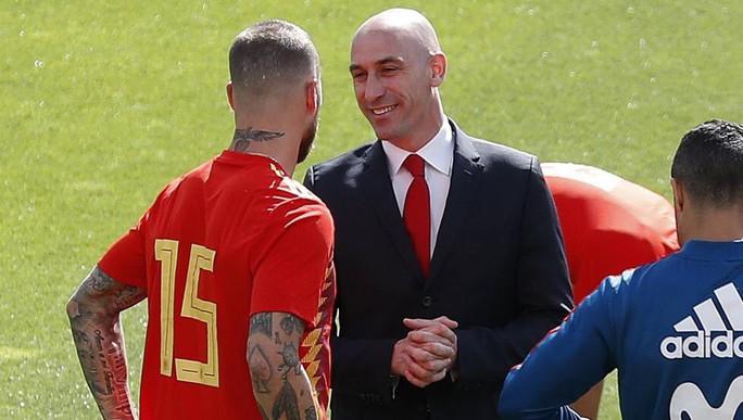 Tuyển Tây Ban Nha lục đục: Ramos suýt đánh chủ tịch LĐBĐ - Ảnh 1.