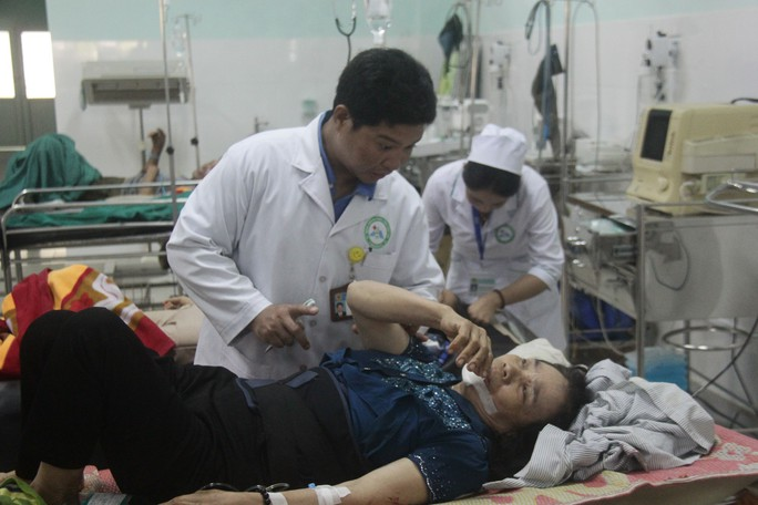Tai nạn thảm khốc khi xe khách lao xuống vực, 21 người thương vong - Ảnh 4.