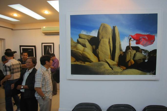Ồn ào với ảnh khỏa thân của Thái Phiên - Ảnh 12.