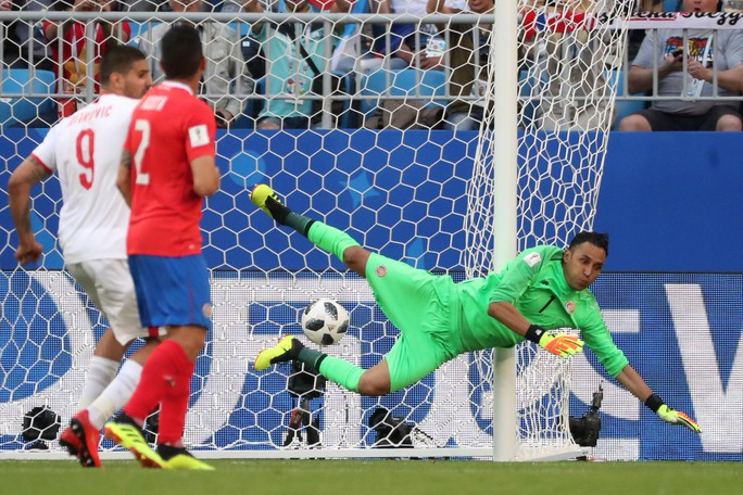 Clip: Tuyệt phẩm của Kolarov giúp Serbia thắng trận - Ảnh 3.