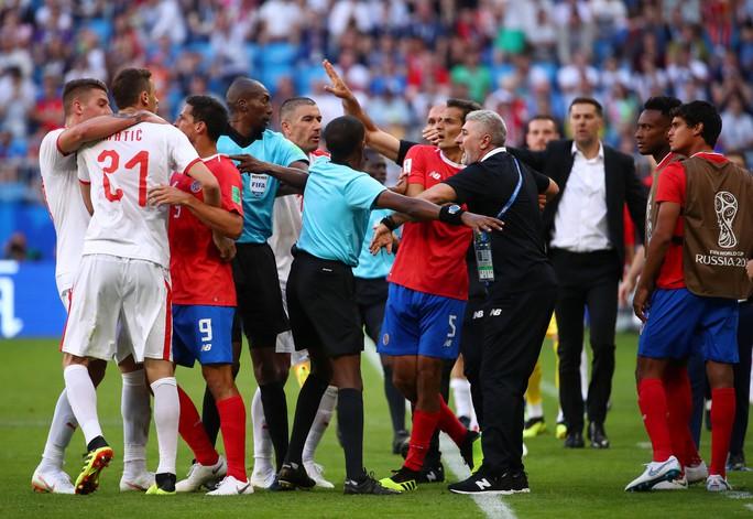 Clip: Tuyệt phẩm của Kolarov giúp Serbia thắng trận - Ảnh 6.