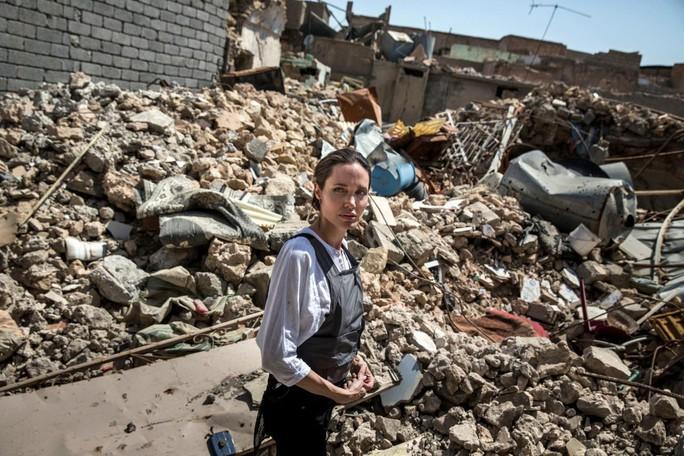Bất chấp cuộc chiến với Brad Pitt, Angelina Jolie thẳng tiến Iraq - Ảnh 1.