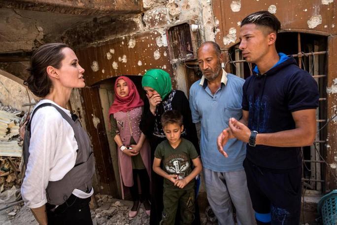 Bất chấp cuộc chiến với Brad Pitt, Angelina Jolie thẳng tiến Iraq - Ảnh 2.