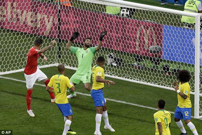 Trọng tài trận Brazil – Thụy Sĩ bị chỉ trích vì không dùng VAR - Ảnh 1.