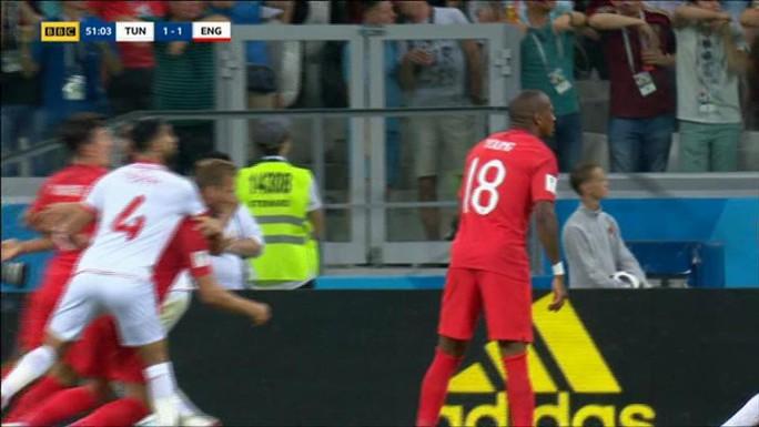 """Trọng tài trận Anh-Tunisia bị """"ném đá"""" vì không dùng VAR - Ảnh 2."""