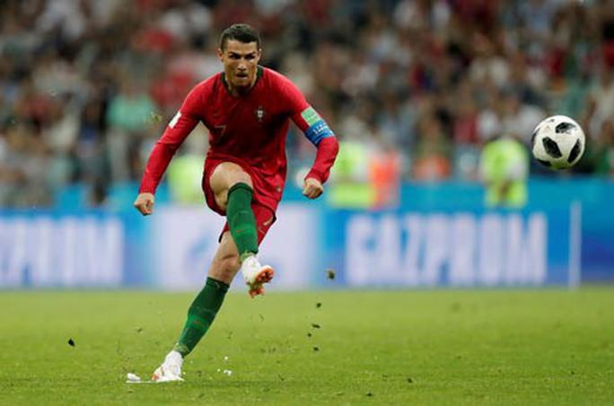 Ronaldo: Không hình xăm, giàu nhân ái - Ảnh 2.